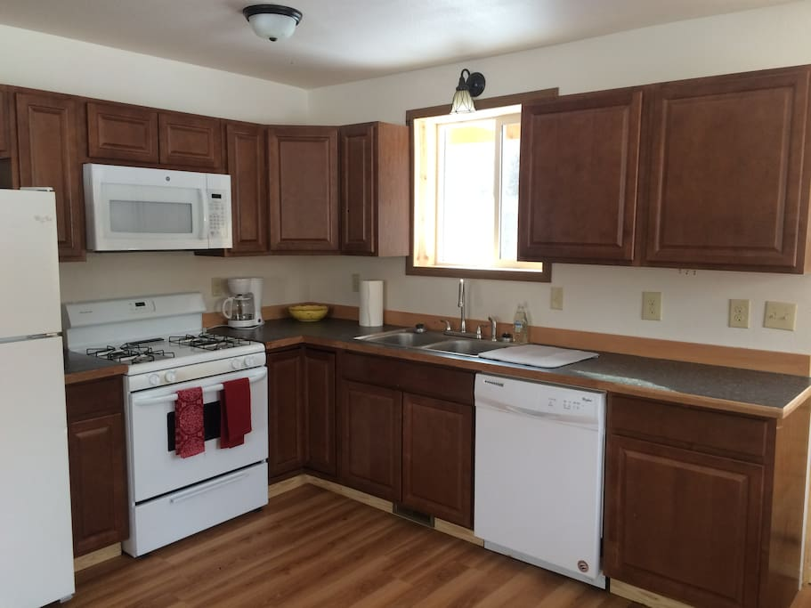 Spacious kitchen with amenities for large groups
