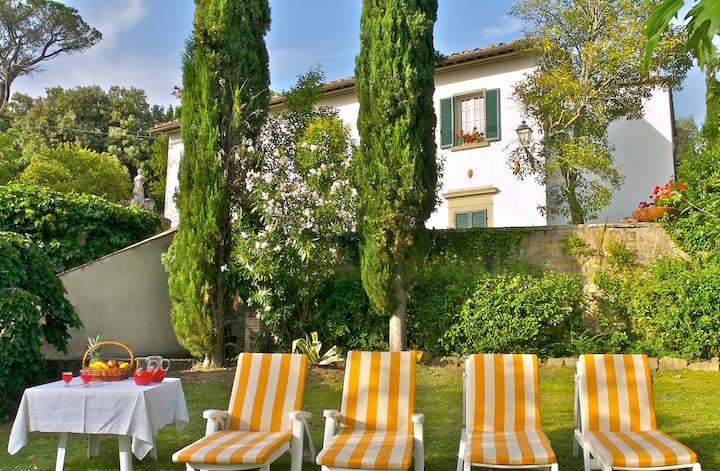 Idyllic Tuscan villa near Cortona with pool