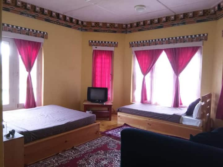 Authentic bhutanese home stay(triple bed 2)