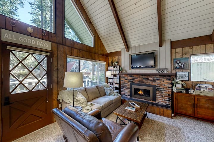 Family-friendly, vintage lodge with gas fireplace, loft, and private gas grill!