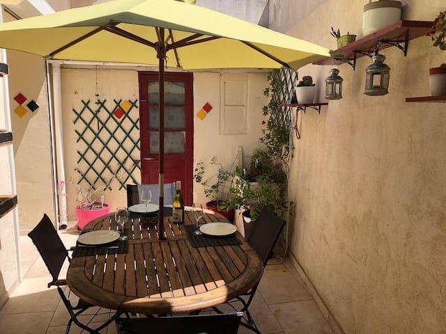 Maison avec patio, proximité parc Borely et plages