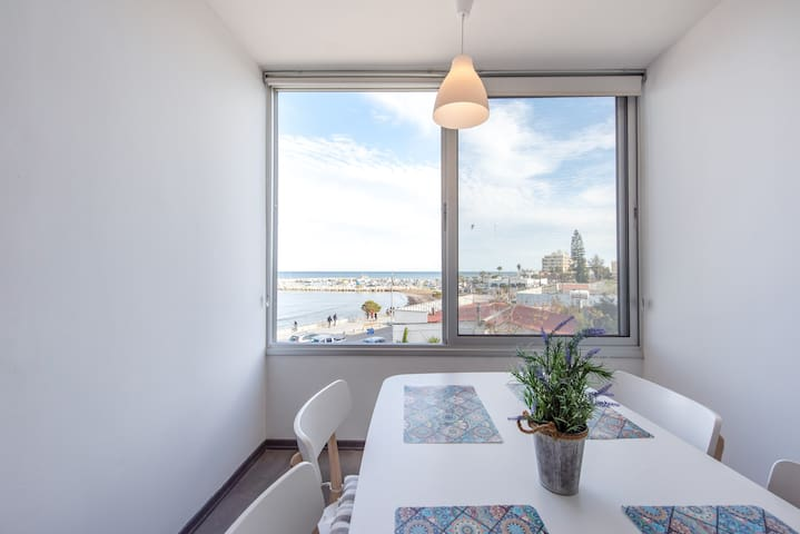 Fully Renovated  Luxury Seafront Appartment