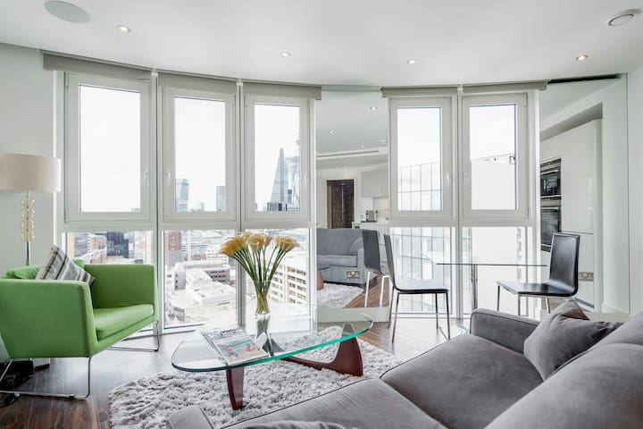 Sitting room with unrivalled views to the city of London