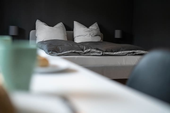 Stilvolles Apartment mit Balkon | Sky TV | Wifi