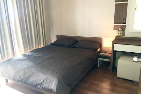 Modern Riverside Condo with City View *FREE WIFI* - Bangkok