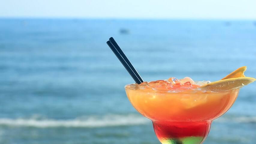 Beachfront Romantic Private Room Getaway for 2!