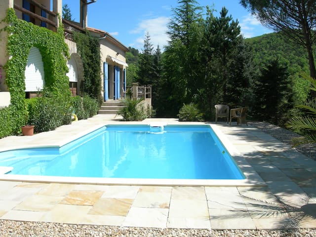 Vaste et confortable suite - Saint-Hippolyte-du-Fort - Bed & Breakfast