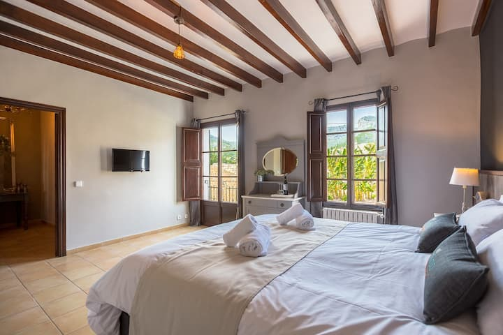Aguila 1st fl Dbl Bed and Breakfast  NR