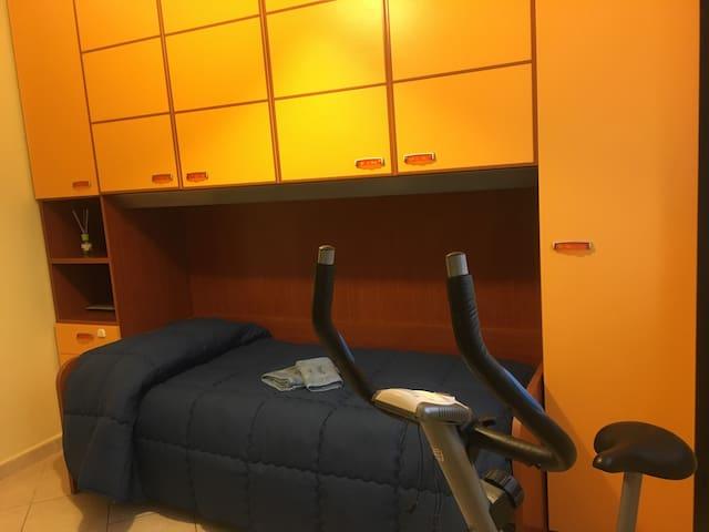 Stanza  privata   A 5 km  da Milano economica
