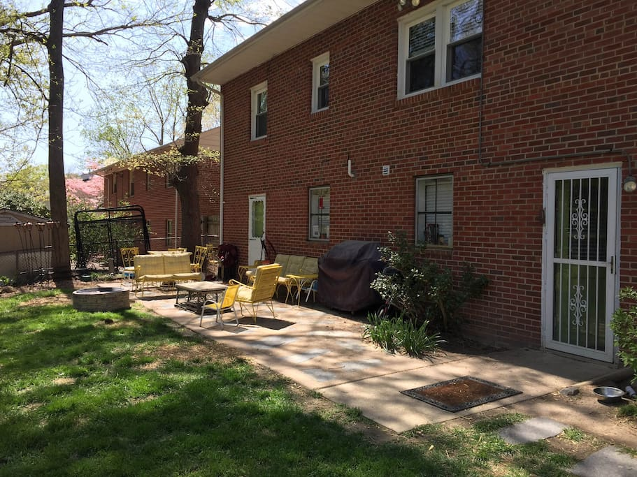 Back patio - ample seating, table, gas grill