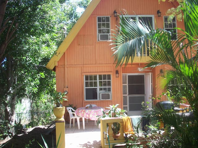 Casa Chalet - Private, Water View , WIFI, Netflix