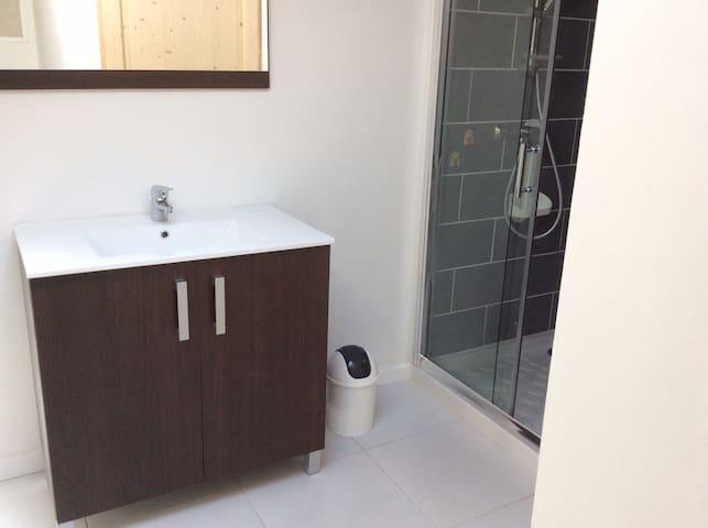 Appartement spacieux entièrement rénové - Talairan - Lakás