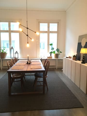 Beautiful big flat in city center, free parking. - Örebro - Huoneisto