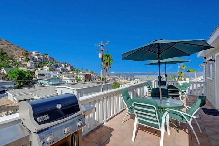 220W: Lovely Avalon home+Walk to the beach