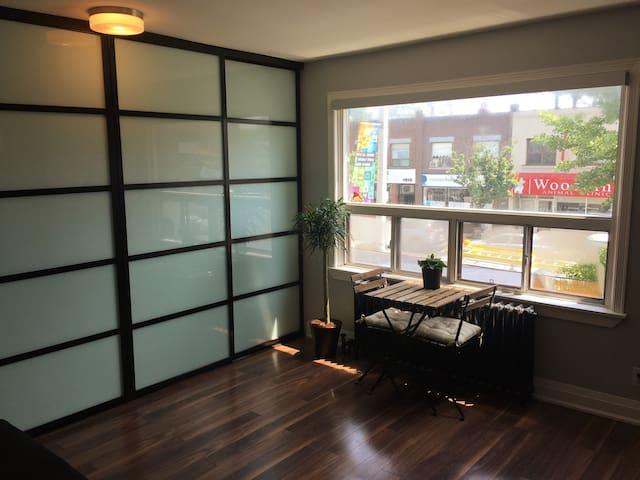 Clean bright renovated apartment w/ free parking