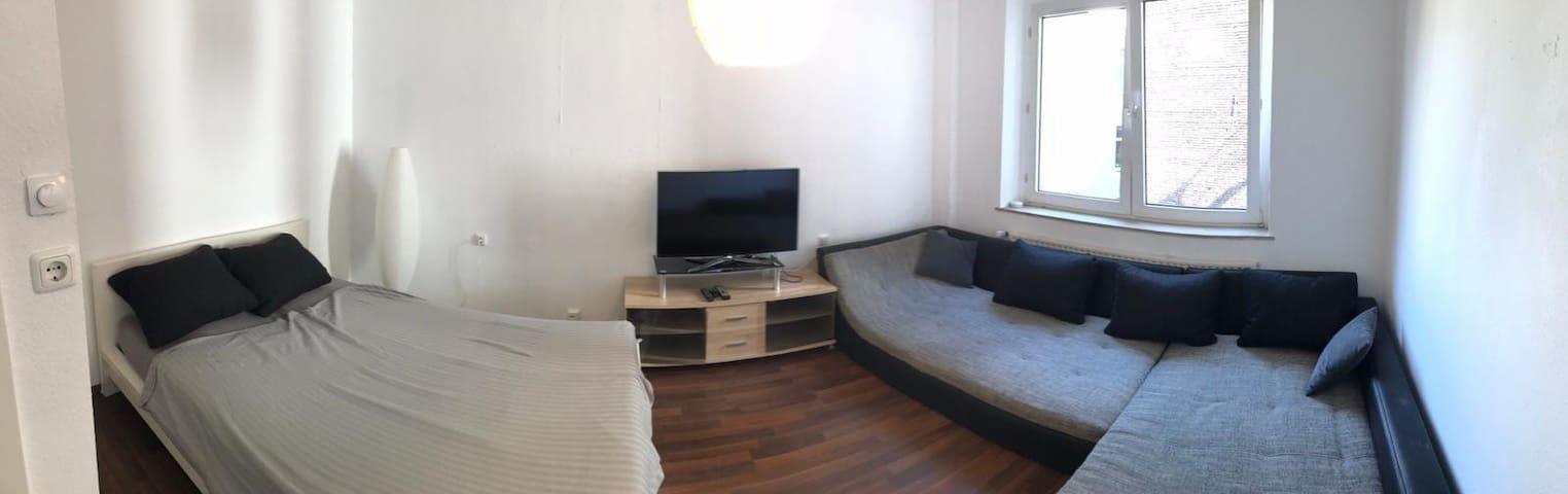 Große Wohnung mitten in Köln NEAR TO TRADEFAIR