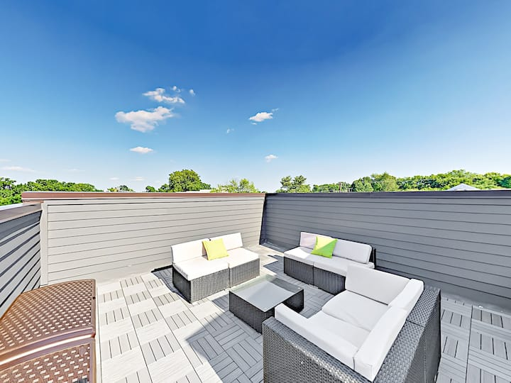All-Suite Gem with Rooftop Deck, Near Music Row