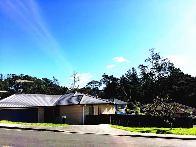 Sunny House near Massey in Albany center - Auckland - Hus
