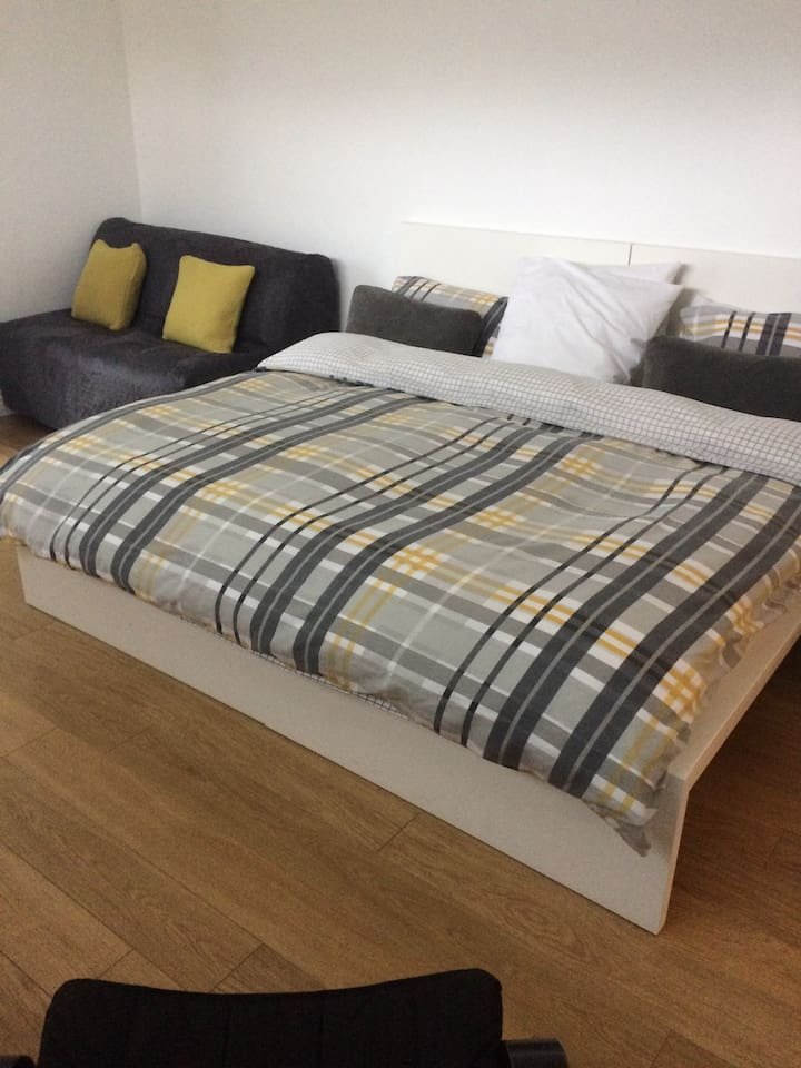 Kingsize bed with sofa bed