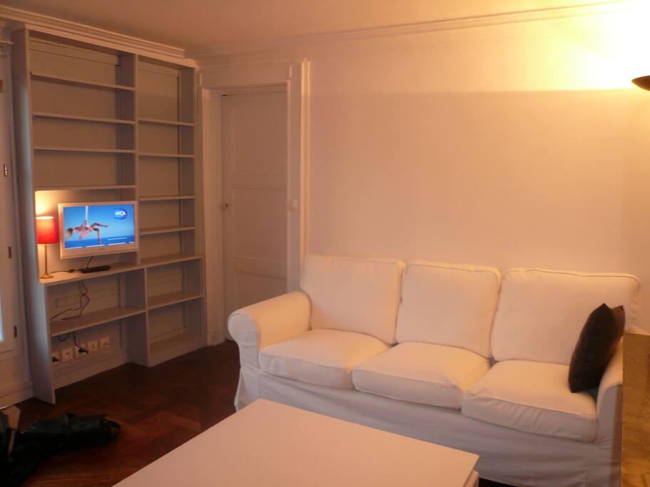 le salle de séjour côté TV