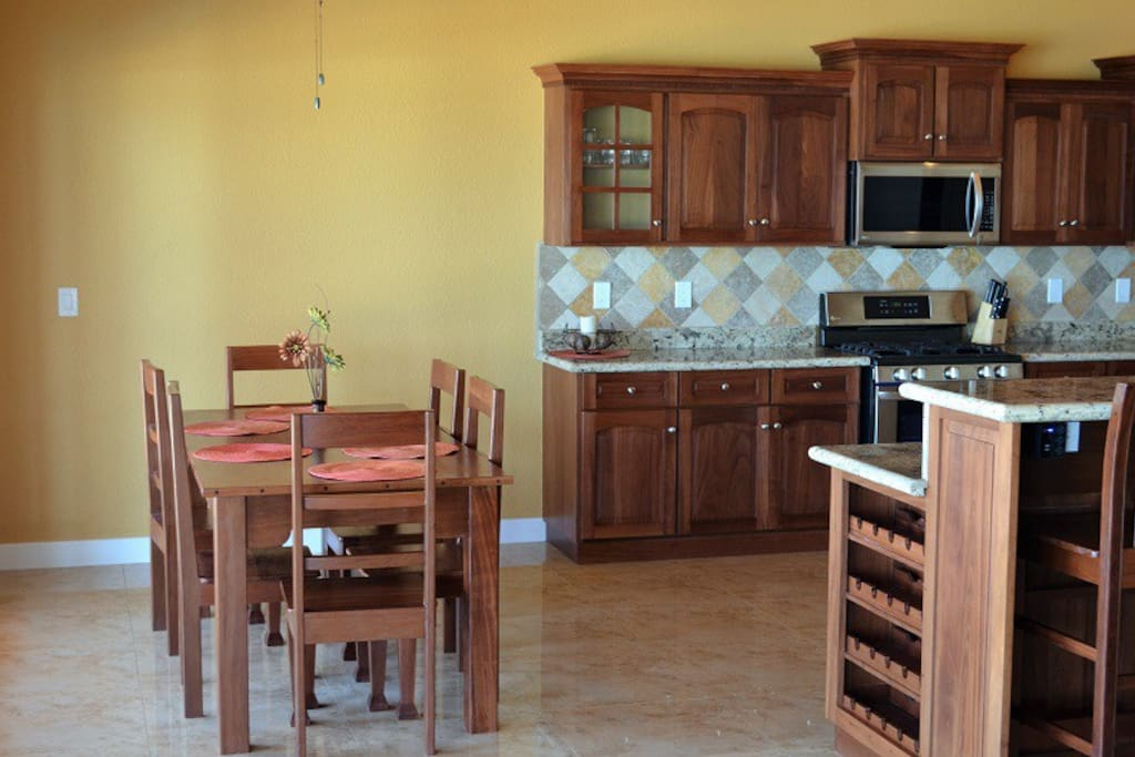KITCHEN AND DINNING PLUS SNACK BAR 4 CHAIRS