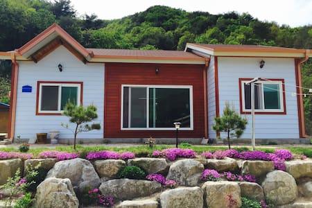 Cheorwon Rose House(Main House) - Cheorwon-gun - บ้าน