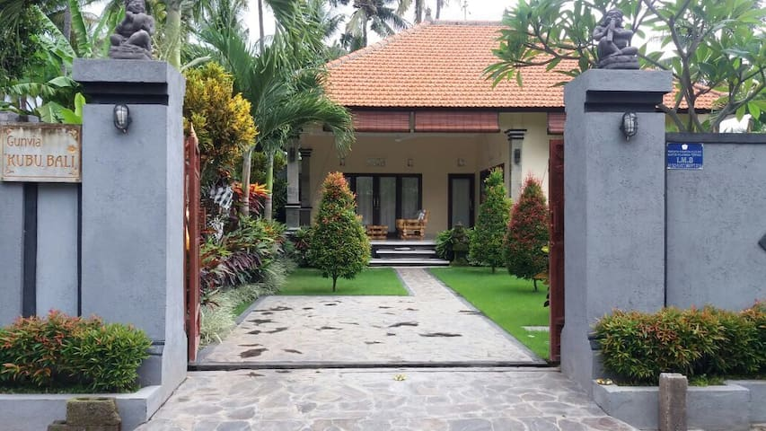 Entire home Kubu Bali! Lovina - Buleleng