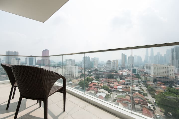 Twin Towers & City Balcony View Serviced Apartment - Kuala Lumpur - Appartement