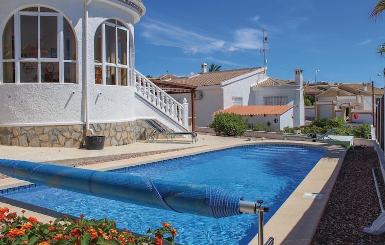 Holiday cottage with 4 bedrooms on 146 m² in Rojales