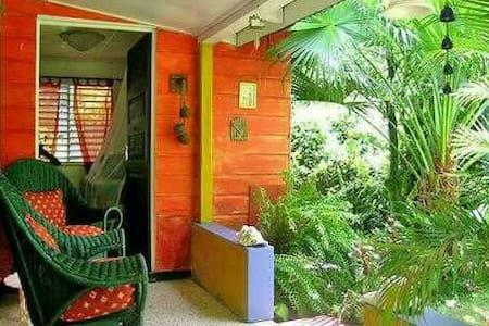 Mikuzi Rooms on Winifred beach road - Fairy Hill - Lakás