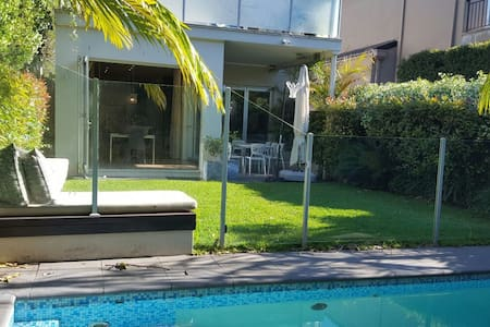 BONDI BEACH/NTH BONDI 4 BED VILLA POOL LUXURY+ - ノース・ボンダイ - 別荘