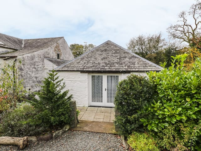 OLD SAWMILL COTTAGE, pet friendly in Castle Douglas, Ref 944953