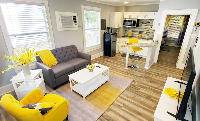 Riverview Yellow: BRAND NEW in Downtown Melbourne!