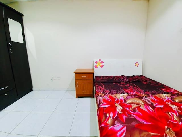 Private Room Near Burjuman Mall & Metro