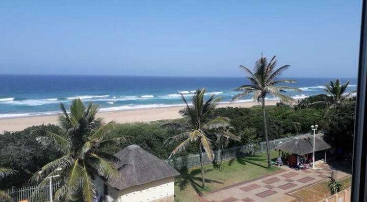 AmanzimToti:  Beach Studio Квартира на пляже