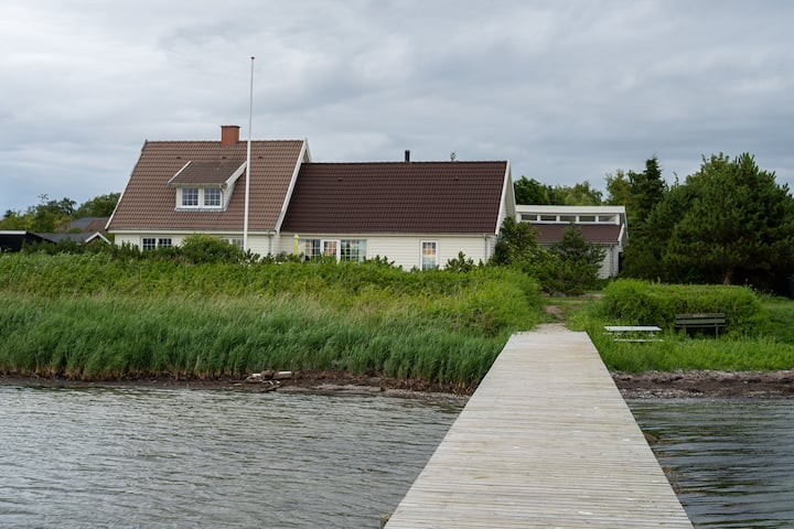 Fantastisk hus direkte ved vandet m/eget Swimspa.