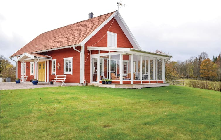 Former farm house with 3 bedrooms on 114 m²