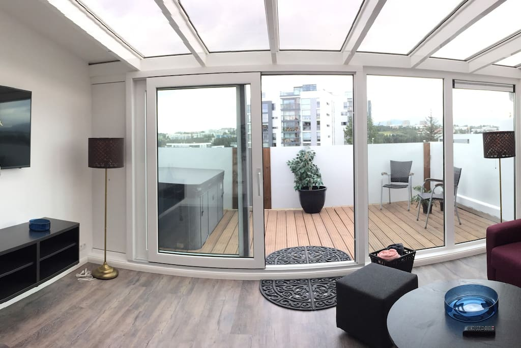 Terrace with jacuzzi / 10 min from DOWNTOWN REYKJAVIK