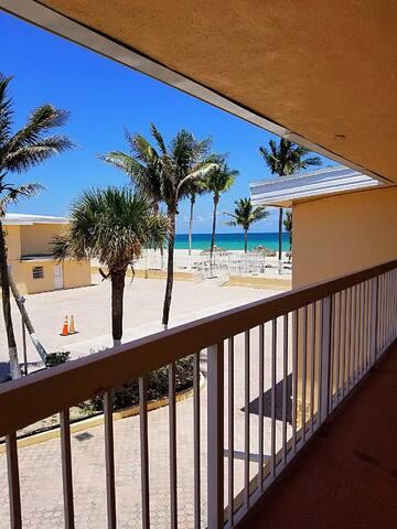 Beachfront condo in Sunny Isles!