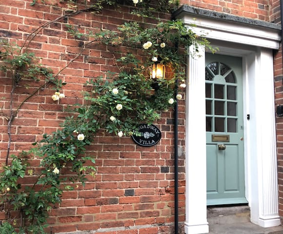 Luxury Self-catering in historic Ripley, Surrey