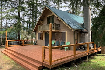Tranquil Creekside Chalet@Mt.Rainier- Sleeps 10