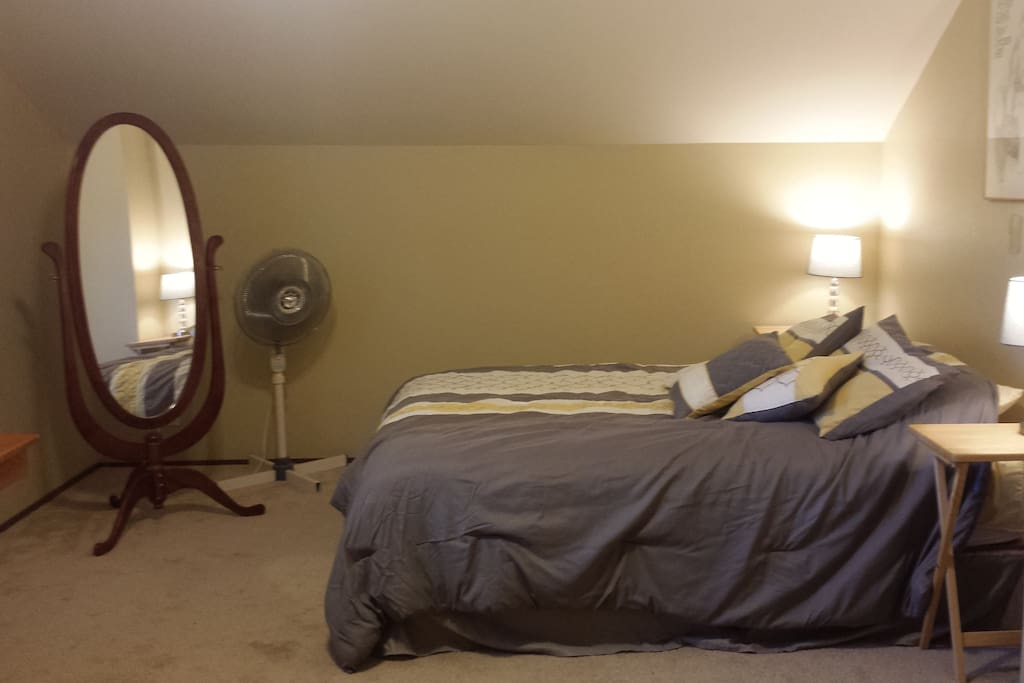 Queen size bed, full length mirror