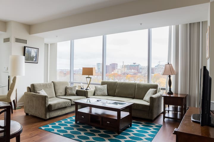 Modern 2 Bed/Bath Apartment Over Charles River