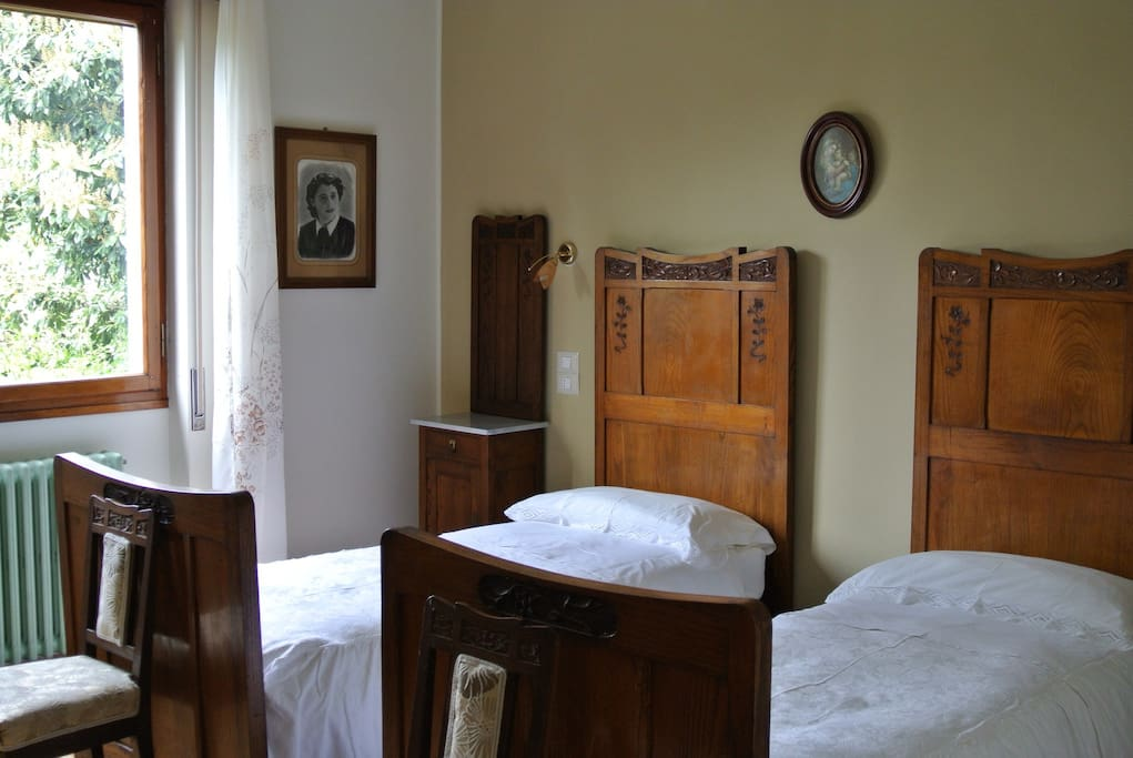 The twin bedroom with gorgeous original cherry-wood furniture from the early 1900's. Be reassured, the inner frame and the mattresses are modern and very comfortable