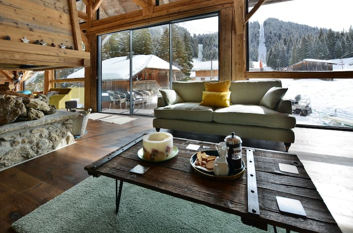 Wonderful mountain side chalet, breakfast included