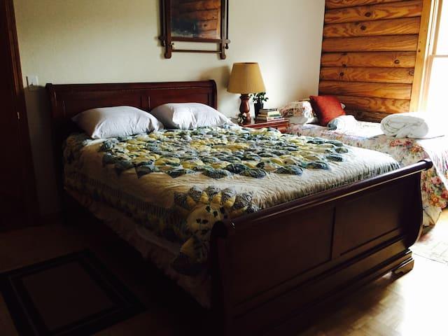 Hemlock Cottage - Rm 2 - Suches