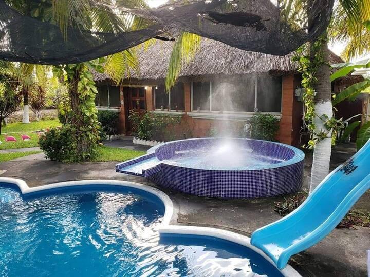 Casa con Piscina Grande Monterrico RanchoPaQueGoce