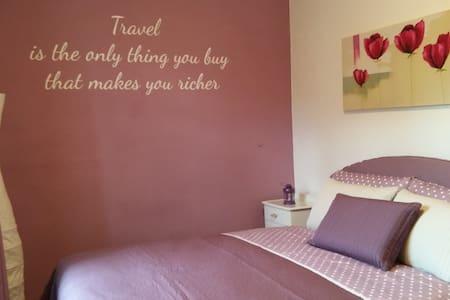 Camera rosa a Valdobbiadene - Valdobbiadene - Hus