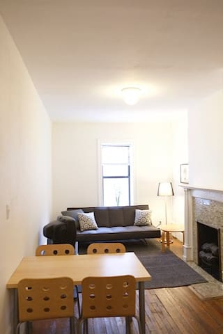 UWS 1BR, Landmarked Townhouse, Sunny (4B)