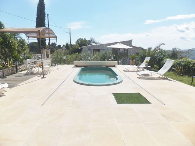 Petite maison indépendante climatisée + Piscine - Aspremont - House